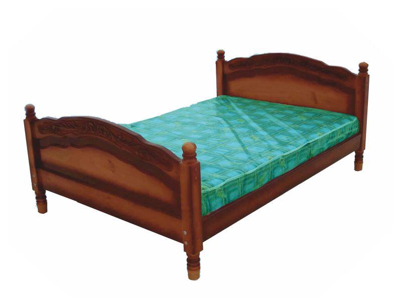 """Кровать из дерева """"Горка"""" с резьбой."""