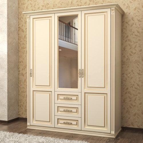 Трёхстворчатый шкаф из массива дерева